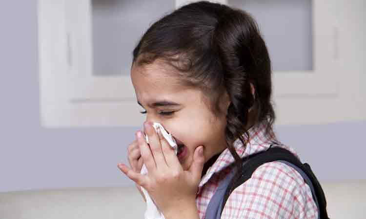 Identify the early symptoms of allergies in children